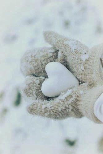 Valentine's Day in Canada: say it with snow! // La St-Valentin au Canada : une bordée de neige et d'amour.