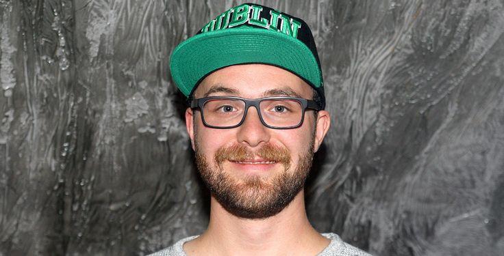 """Musikvideo zu """"Bauch und Kopf"""" - Der 31-jährige Singer/Songwriter präsentiert den neuen Clip zu """"Bauch und Kopf"""". Der Song ist bereits die dritte Single aus dem gleichnamigen Album."""