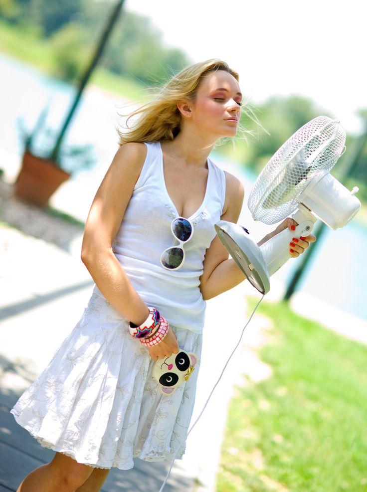 Uvažujete o pořízení klimatizace, anebo máte nějaký jiný osvědčený způsob, jak přežít horké letní dny? Několik tipů najdete i na našem webu.  ►►► http://www.czechklima.cz/novinky/jak-v-lete-udrzet-idealni-teplotu-v-byte  #Klimatizace #TepelnaCerpadla #Samsung #KlimatizaceSamsung #Czechklima