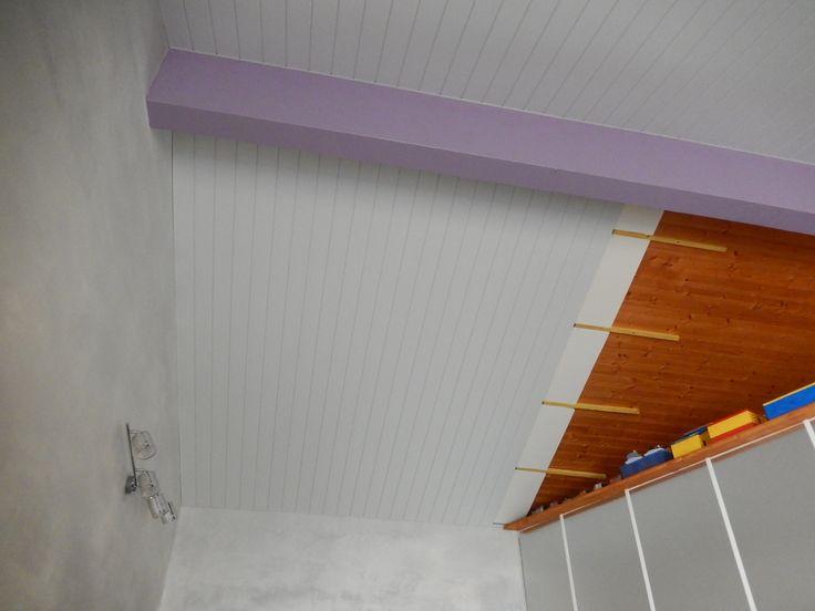 Pose d un plafond en lambris pvc lambris bois large gris - Comment poser du lambris pvc au plafond video ...