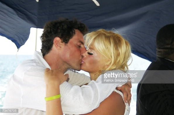 Anna Nicole Smith and Howard K. Stern kiss during their commitment ceremony on September 28, 2006 in Nassau, Bahamas.