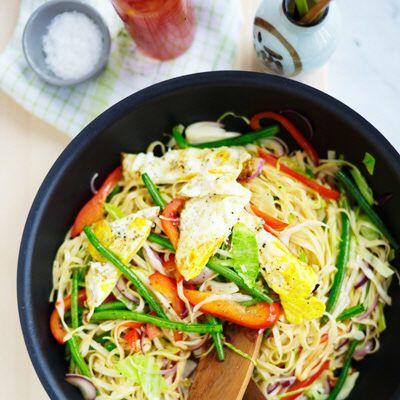 Vegetarisk nudelrätt smaksatt med chili och ingefära.