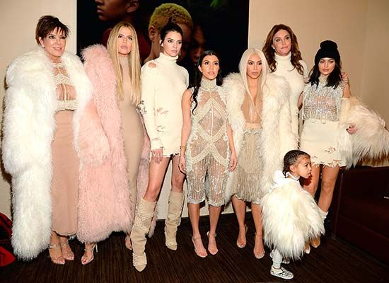 La familia Jenner-Kardashian en la presentación de Season 3 de Kanye West en el Madison Square Garden, de Nueva York.