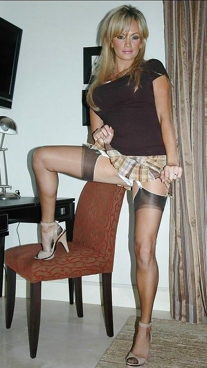 Hotties In Garters And Hose 52