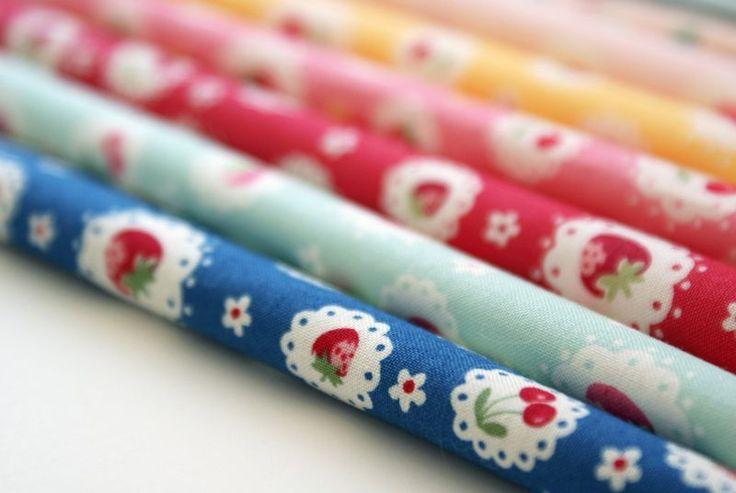strawberriesSewing, Company Creative, Dolls Quilt, Favorite Fabrics, Nanacompany, Nana Company, Doll Quilt, Fabrics Addict, Strawberries Fabrics