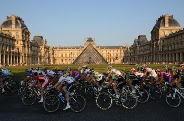 The pack of riders cycles past the Louvre Museum during the 133.5km final stage of the centenary Tour de France cycling race from Versailles to Paris Champs Elysees, July 21, 2013.