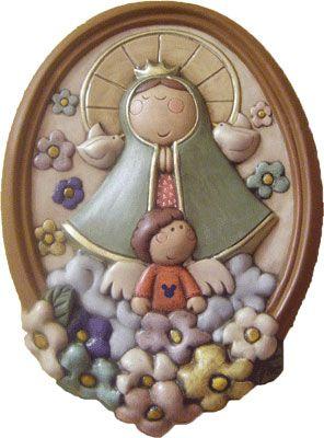 Virgen de pared  de cerámica pintada a mano. Medidas:38x25cm www.barenka.com