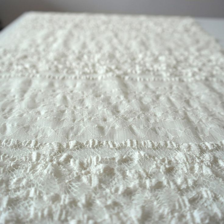 Dantela elastica ivorie MCR8675IVORY.  Latime   132 / 137 (cm); Greutate 120~130 (per gram);  Compozitie (%) Bumbac 95%; Spandex 05%;