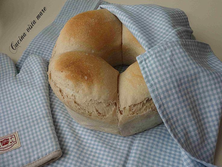 Il pane nel fornetto Versilia è soffice, alto, sembra quasi una brioche, è profumato, bello da vedere e buono da mangiare: tostato a colazione è delizioso!