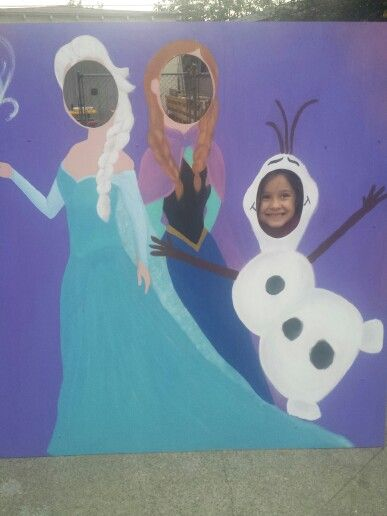 Elsa, Anna, and Olaf face cutout. Perfect for birthday parties! #diy #frozen #birthdayparties #kids