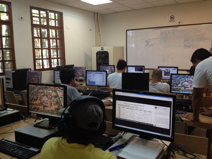 SALA DE SISTEMAS-SECCIONAL MAGDALENA MEDIO la Dirección de la Seccional coordina el Apoyo logistico a los diferentes programas que se ofertan en la Seccional tanto en pregrado como en posgrado referente a sala de sistemas , banda ancha,ayudas audiovisuales etc.