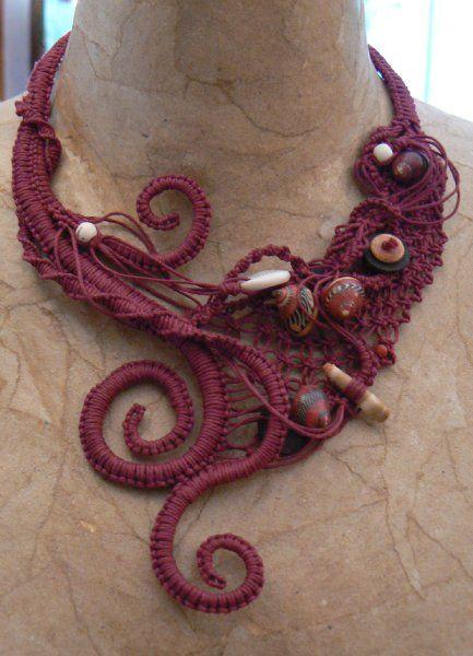 """coll. """"Tentacoli"""" - girocollo cotone, conchiglie, legno e osso"""