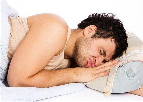 Špatný spánek neškodí jen srdci a tepnám, ale celému tělu