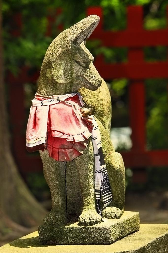 Inari - Kitsune http://pixdaus.com/inari-kitsune-japanese-spirit-fox-inari-japan-japon-kitsune-/items/view/106957/