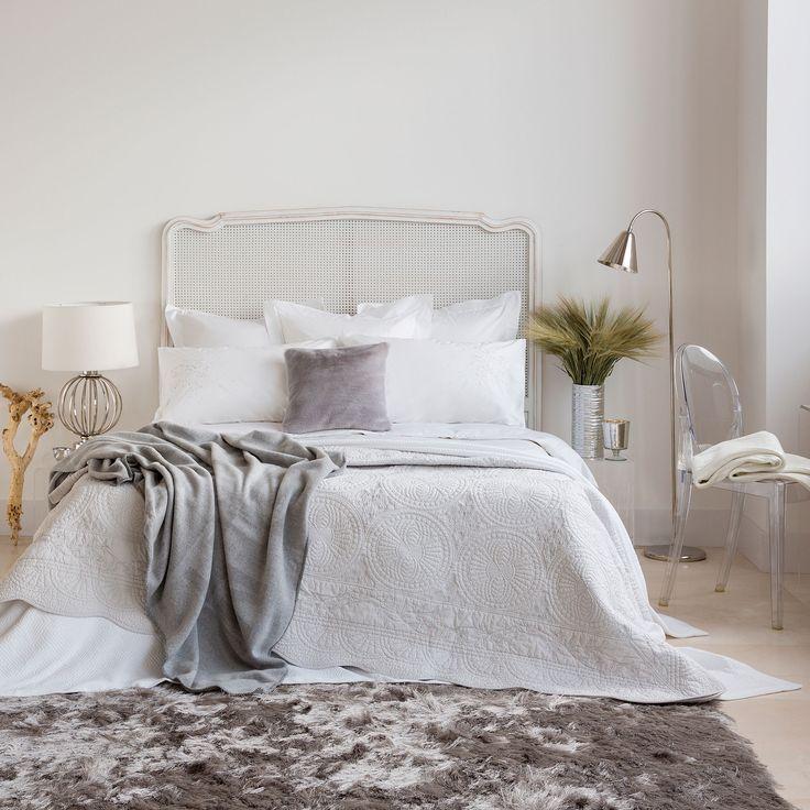 quilt und kissenbezug aus baumwolle mit silberner stickerei quilts schlafen zara home. Black Bedroom Furniture Sets. Home Design Ideas