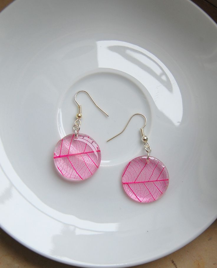 beautiful resin  earring with skeleton leaf hand made!!!