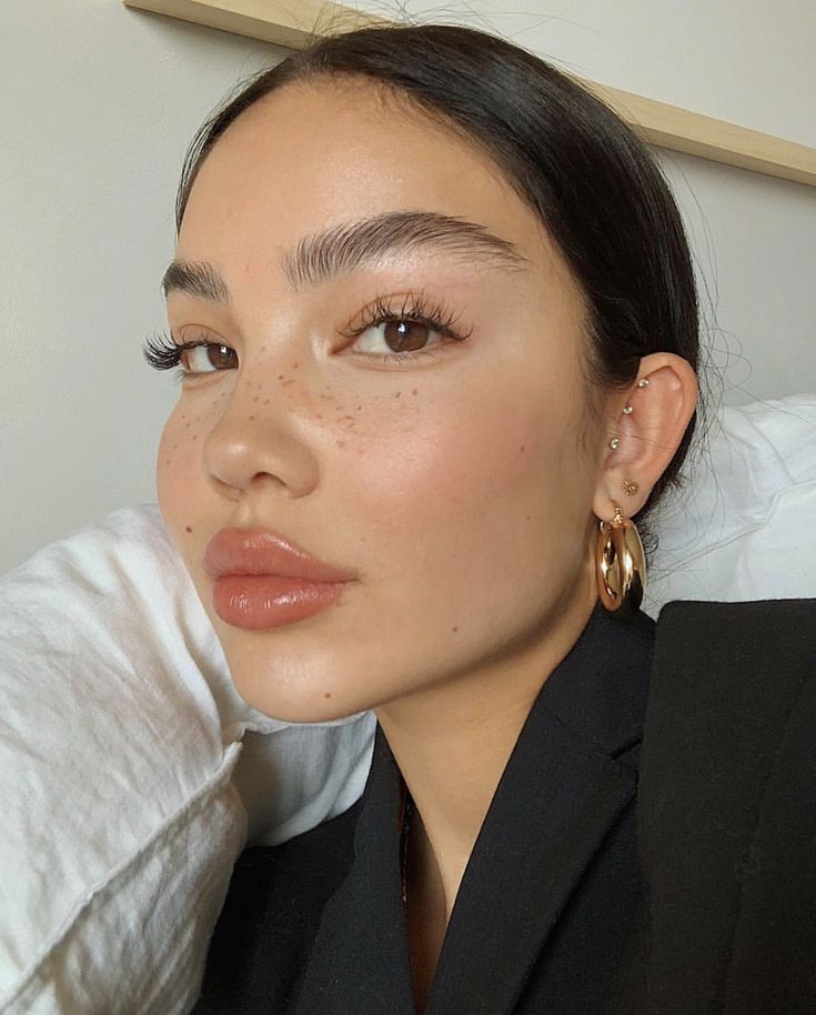 Simple And Clean Beauty Soft Makeup Looks Freckles Makeup Stylish Makeup