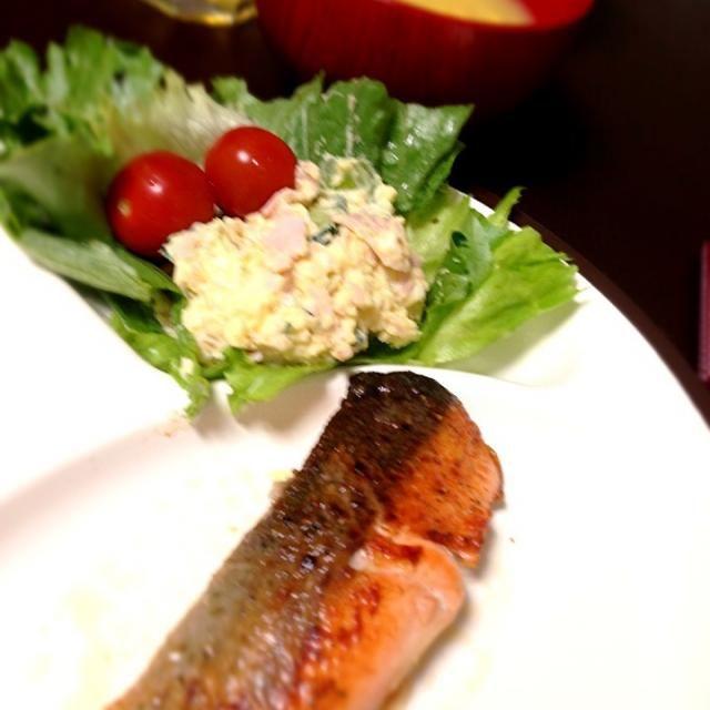 5/7夕ご飯 - 4件のもぐもぐ - サーモンのソテー、ポテトサラダ、たまごスープ by nat0925