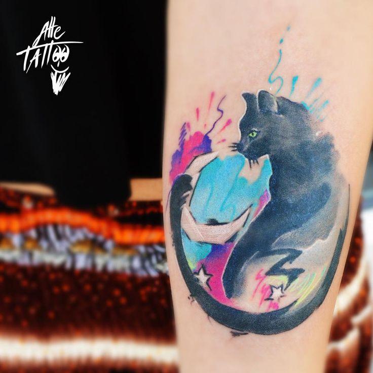 #gatto #avantgarde #cat #gattonero #chatnoir #watercolor #moon #luna #white #colortattoo #alletattoo #tattooshop @alletattoo  #ink #tattoo #happyalletattoo #tatuaggio #arm #braccio #female #fashion #summer #pet #love #animals #animale
