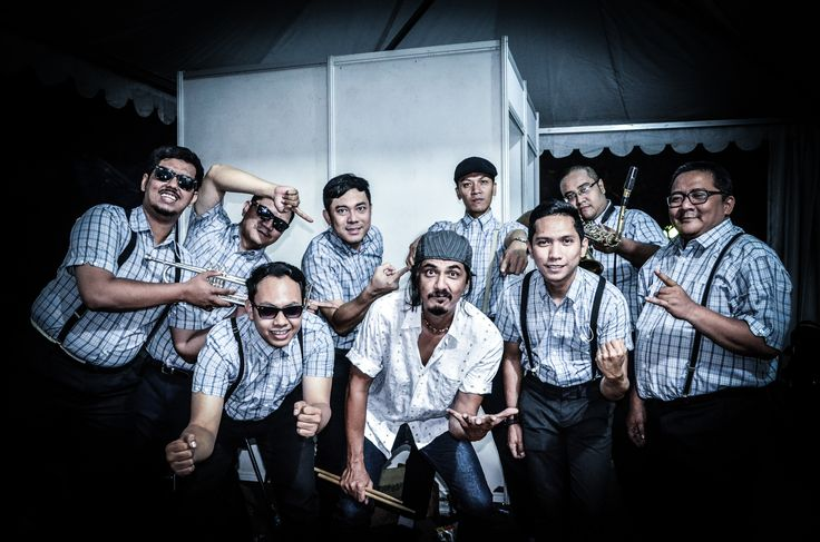 Sentimental Moods and Reza of MATAJIWA in backstage at Jazz Goes to Campus 2015