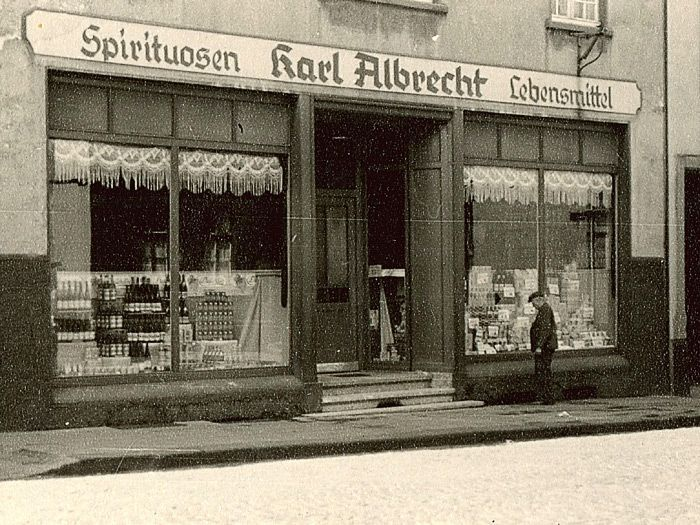 The Mom and Pop Store 'Albrecht' in the German city of Essen in 1913 | Photo courtesy of Lebensmittel Zeitung.