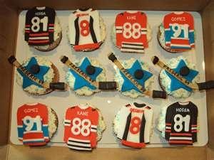 Some hockey jersey cupcakes