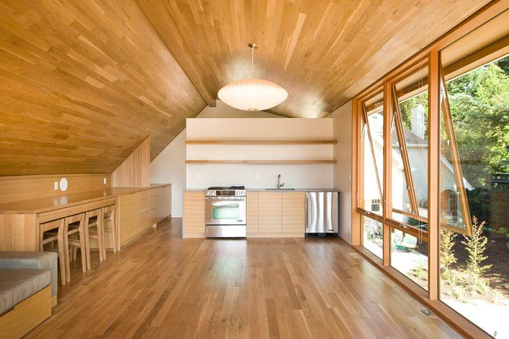 Laurelhurst Carriage House Studio Apartment With Garage in Oregon