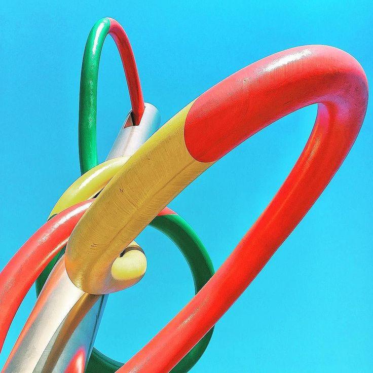 Needle Thread and Knot  #sculpture #oldenburgbruggen #claesoldenburg #coosjevanbruggen #colors #cadorna #milano #igersmilano #igerslombardia #igersitalia