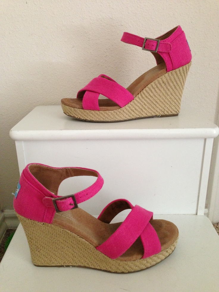 Love these hot pink Tom wedges!!