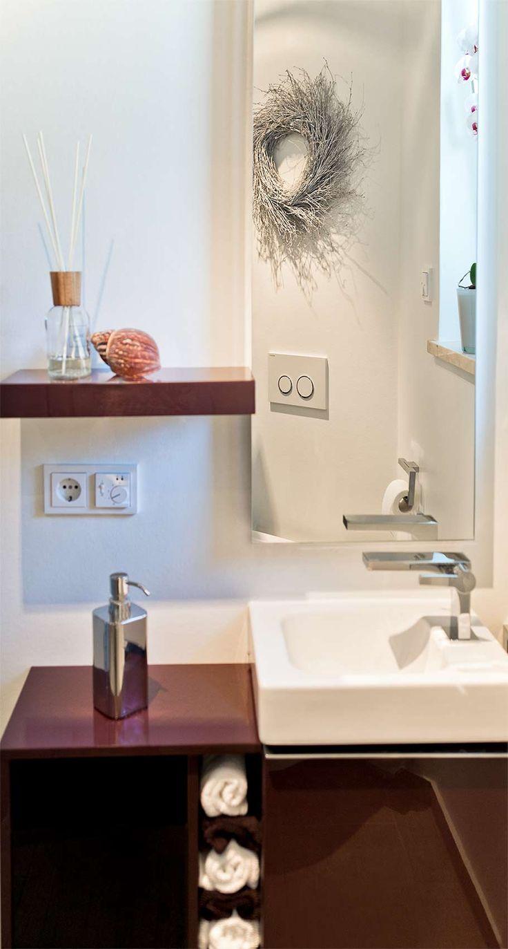 44 best kleine b der mit dachschr ge images on pinterest innenarchitektur badezimmer und. Black Bedroom Furniture Sets. Home Design Ideas