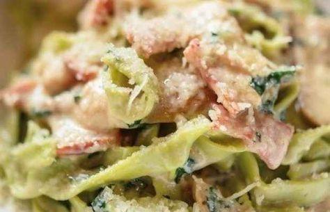Салат получается просто бесподобный Ингредиенты:- салат Айсберг (можно заменить любым листовым)- краснокочанная капуста- морковь- помидоры- сыр твёрдый- красная рыба- соус ЦезарьПриготовление:Р…