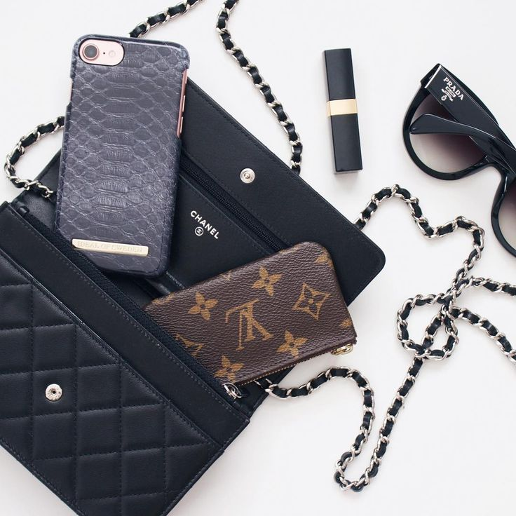 'Black Reptile' by lovely @christa.gudmestad - iDeal of Sweden Fashion case #black #reptile #accessories #fashion #inspo #iphone #iphoneskal