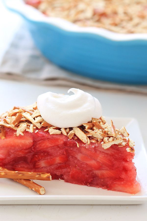 Sweet & Salty #Dessert: Upside-Down Strawberry Pretzel Pie from Hungry Girl!