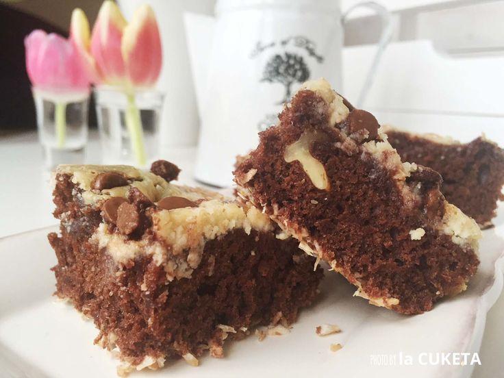 Čokoládový dortík s pekanovými oříšky a sýrem. Bomba!