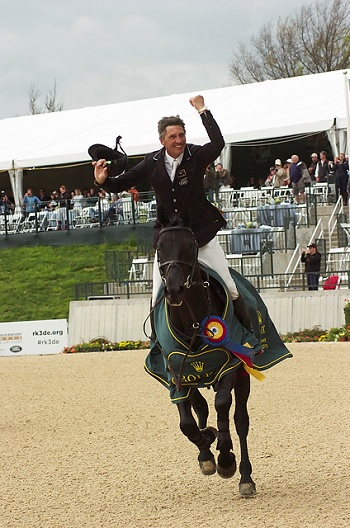 Nicholson Wins His First Rolex Kentucky Three-Day Event, Presented by Land Rover | Rate My Horse PRO