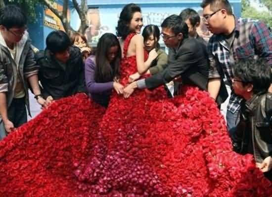 لباس عروس زیبا و قرمز و عجیب