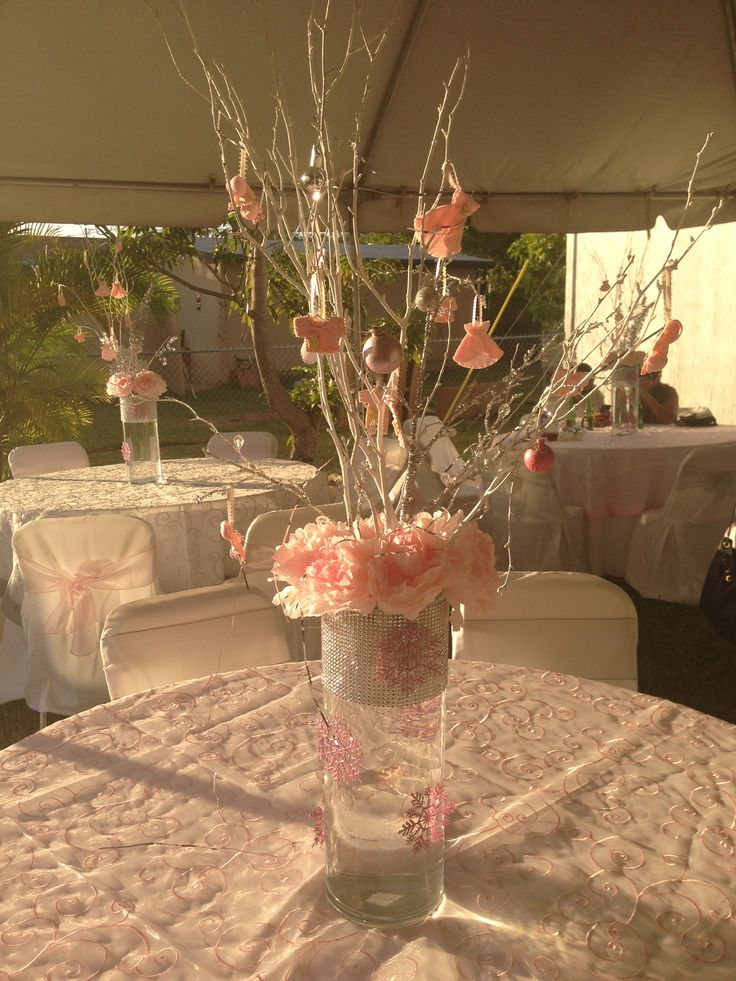 Pink centerpieces for winter wonderland baby shower for Dekoration fur babyparty