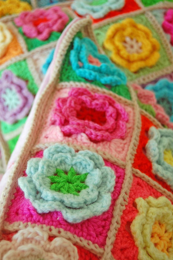 In love with the spring colors, crochet flowers, and classic squares! Will see this in my bag of unfinished work soon!