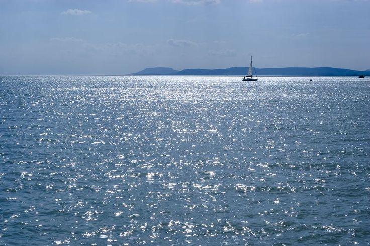A Balaton csillogó vize