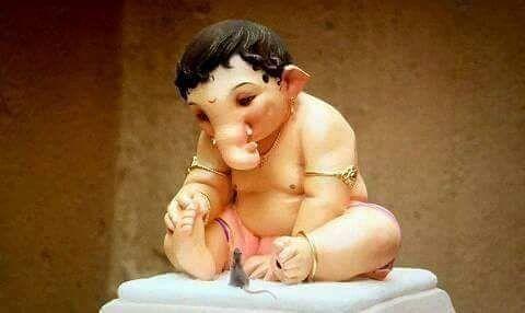 बाप्पाची एक सुंदर मनमोहक मूर्ती.......