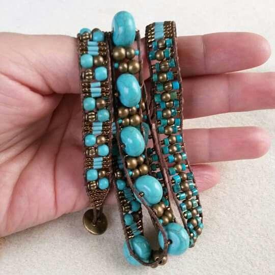 Pulsera de 3 vueltas. Turquesa natural, turquesa reconstituida, muyuki beads y bronce