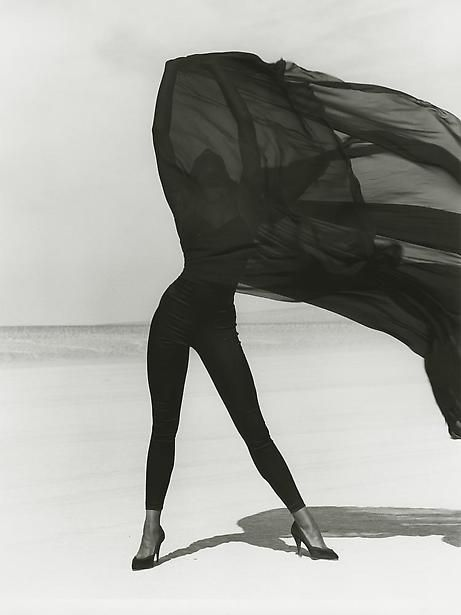 Versace 3, El Mirage, 1990  Photographer: Herb Ritts  Model: Naomi Campbell