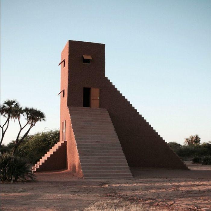 Tour d'horizon des 20 escaliers les plus étonnants dénichés aux quatre coins du monde. / Photo Maison de Not Vital, Agadez, Niger.
