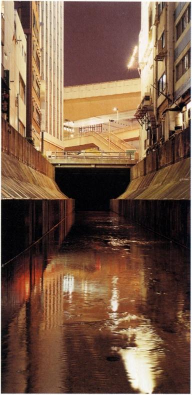 「都市の無意識」展 東京国立近代美術館 2013.6.4-8.4  写真は畠山直哉 《川の連作》(9点組)より 1993-36年