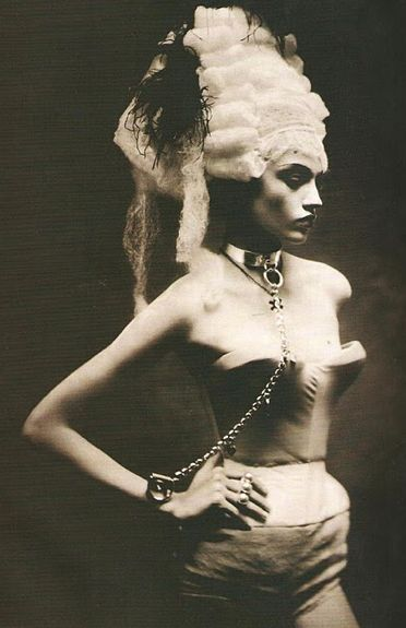 Chained. Paolo Roversi.