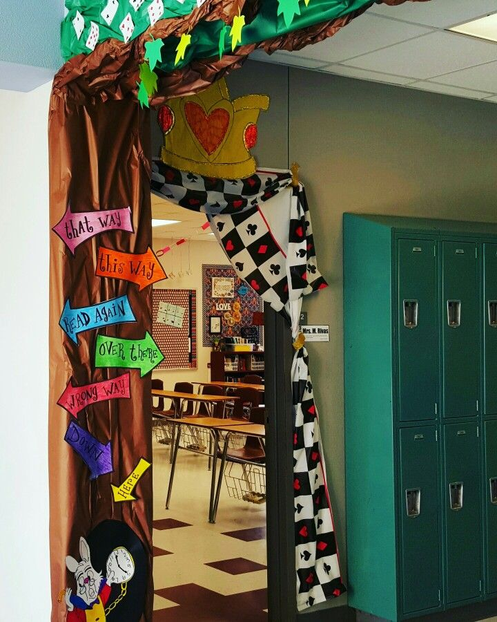 Halloween Door Decorations: Alice In Wonderland Classroom Theme