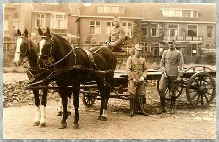Mr. de Boerlaan met de Huzaren van de Boreel.  1934