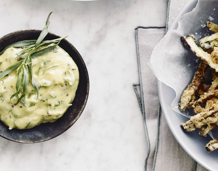 Sprøde og lækre zucchinifritter med estragon-mayonnaise - Måltid