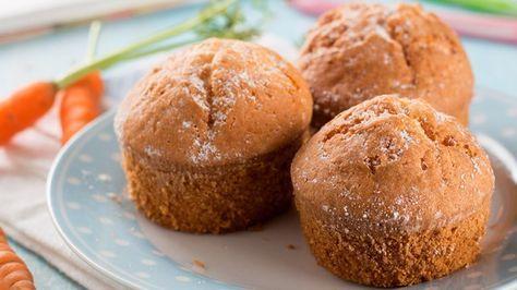 Se você não resiste a um bolo de cenoura, com certeza vai gostar de um muffin feito com este ingrediente. A ideia é diversificar sua presença na dieta, ao criar um snack saudável que mata a vontade de comer doces e ainda traz a funcionalidade de seus nutrientes.