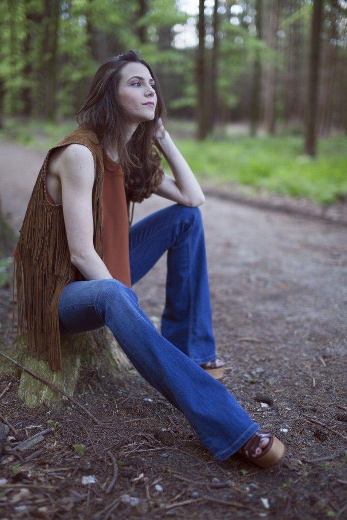 Rocking this boho chic outfit #catwalkavenuebyandrea #andrea #catwalkavenue #bohochic #fringedvest #bohostye #fashion #streetstyle #outfit #fringedjacket #boho #cropedtop #flaredjeansstyle #flaredjeans20015 #flaredjeansandheels